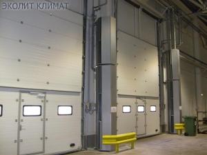тепловые завесы монтируются как вертикально, так и горизонтально в дверной проем