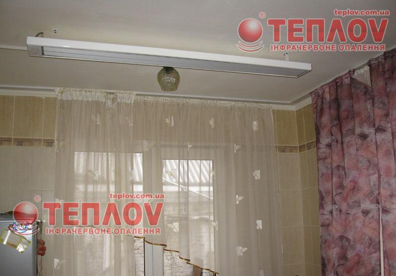 покупая электрические инфракрасные обогреватели стоит обратить внимание на потолочное крепление